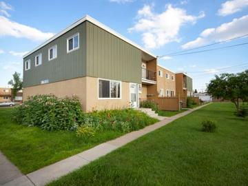 Apartments for Rent in Edmonton -  Elmwood Townhomes - CanadaRentalGuide.com